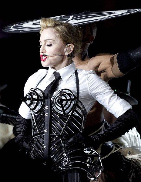 Жените-марки: Мадона