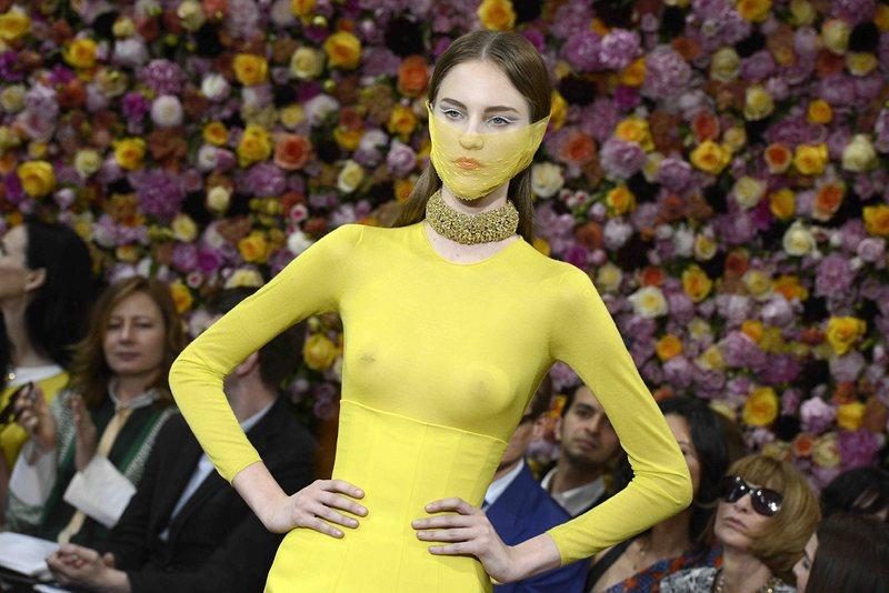 Раф Симънс с първата си колекция за Dior