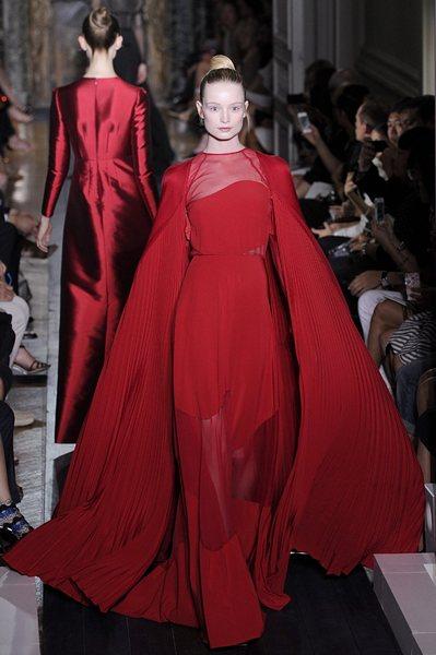<!--:bg-->Valentino продаден за 858 милиона<!--:--><!--:en-->Valentino sold for 858 million<!--:-->