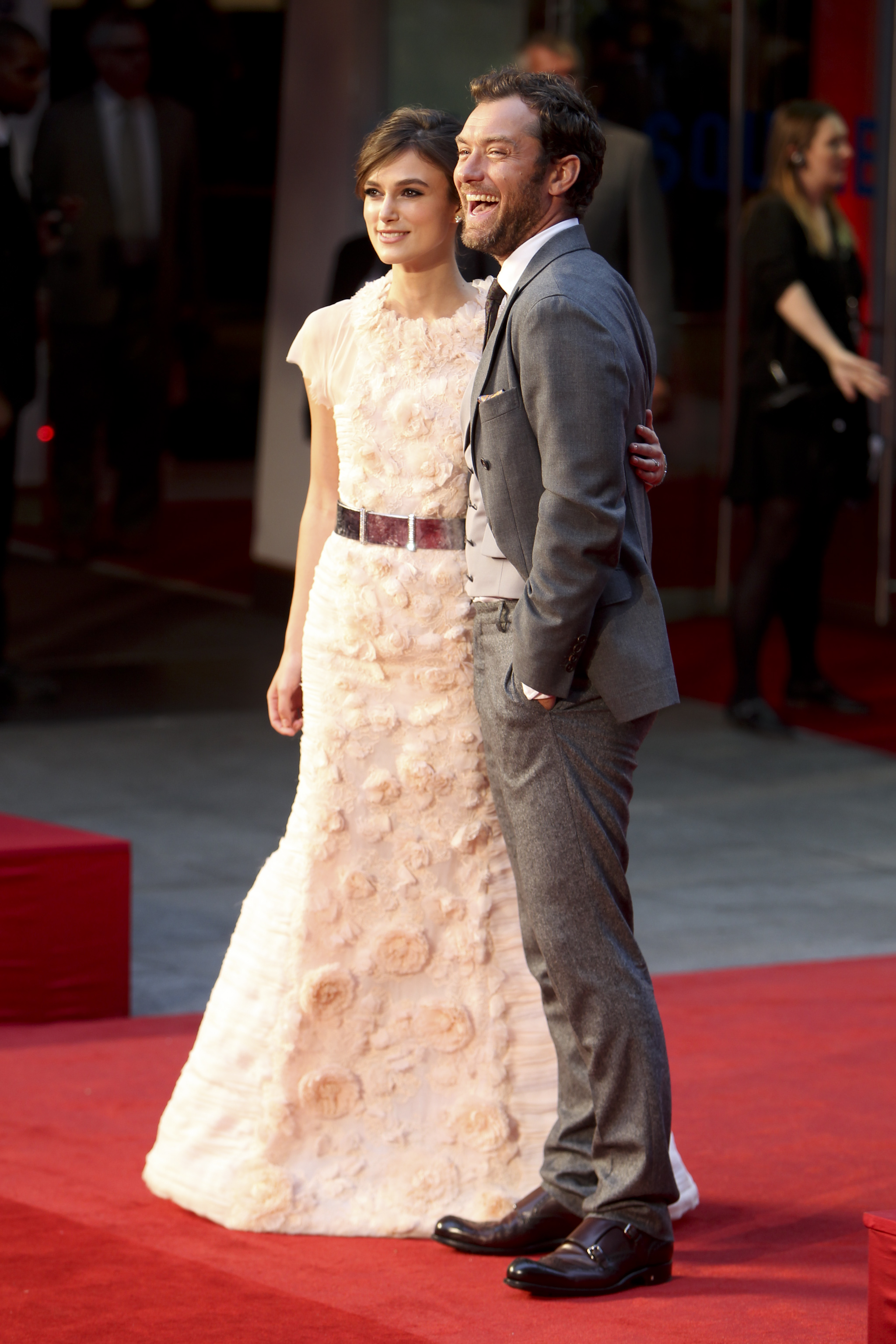 """<!--:bg-->Кийра Найтли и Джъд Лоу на премиерата на филма """"Анна Каренина"""" в Лондон<!--:--><!--:en-->Keira Knightley and Judd Law at the premiere of """"Anna Karenina"""" in London<!--:-->"""