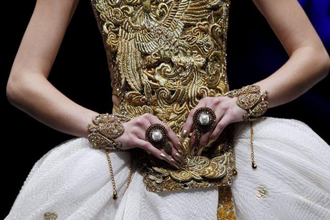 <!--:bg-->Дракони и висша мода<!--:-->