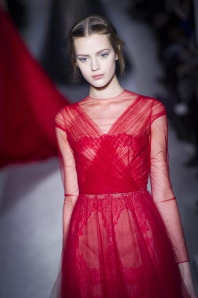 <!--:bg-->Голяма червена рокля <!--:-->