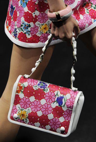 <!--:bg-->Must Have: Малка чанта на цветя<!--:-->