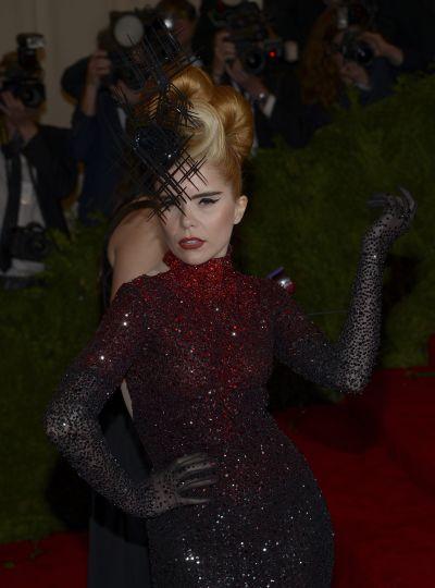 <!--:bg-->Хаос от пънк и висша мода в Ню Йорк<!--:-->