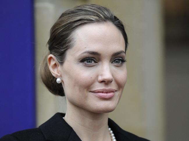 <!--:bg-->Анджелина Джоли се е подложила на двойна мастектомия<!--:-->
