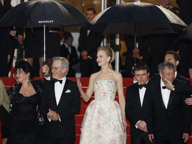"<!--:bg-->Фестивалът в Кан – мода, дъжд и ""Великият Гетсби""<!--:--><!--:en-->The festival in Cannes – fashion, rain and The Great Gatsby<!--:-->"