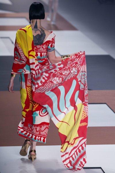 <!--:bg-->Бразилска мода с десени от фолклора<!--:-->