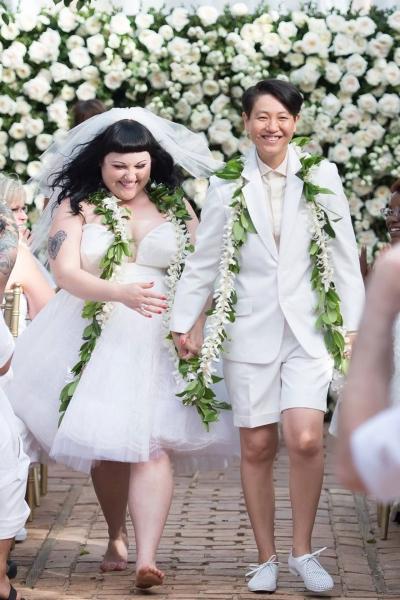 <!--:bg-->Хавайската сватба на Бет Дито стана факт<!--:-->