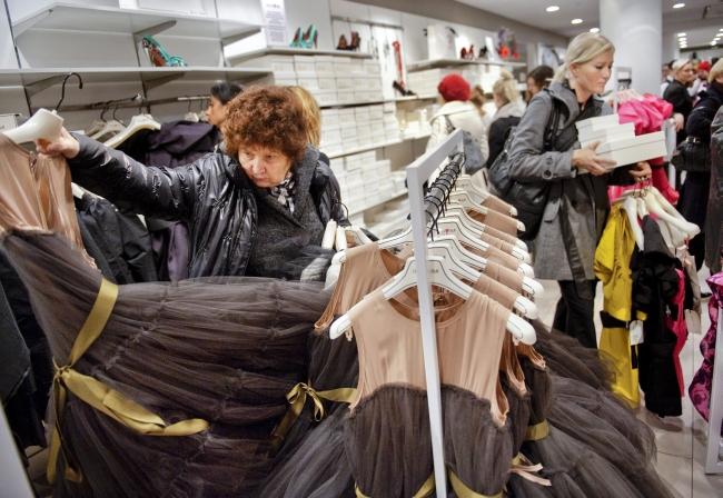<!--:bg-->Британките купуват само една от 10 пробвани дрехи<!--:-->