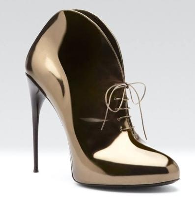 <!--:bg-->&#8222;Металните&#8220; обувки са любими на слънчевите момичета<!--:-->