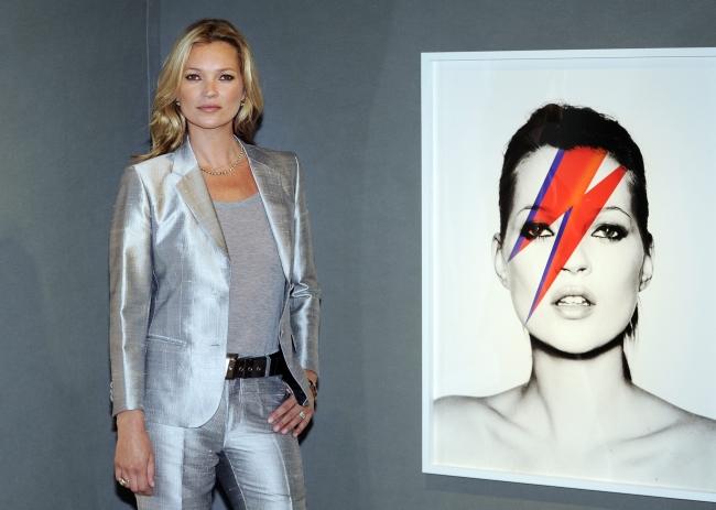 <!--:bg-->Кейт Мос откри арт изложба със свои снимки<!--:-->