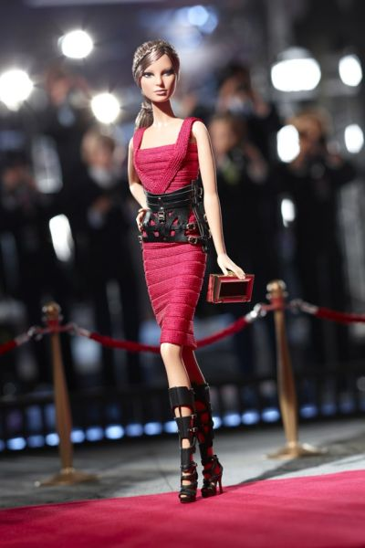 <!--:bg-->Herve Ledger by Max Azria върху кукла Барби<!--:-->