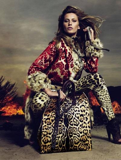 <!--:bg-->Леопард върху горещ ламаринен подиум<!--:-->