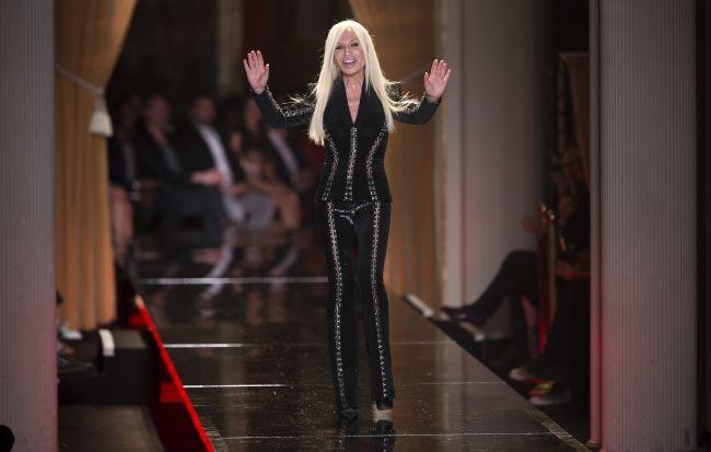 <!--:bg-->Донатела Версаче се дистанцира от филм за модната къща<!--:-->