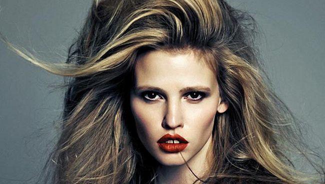 <!--:bg-->Лара Стоун е новото рекламно лице на L'Oreal Paris<!--:-->