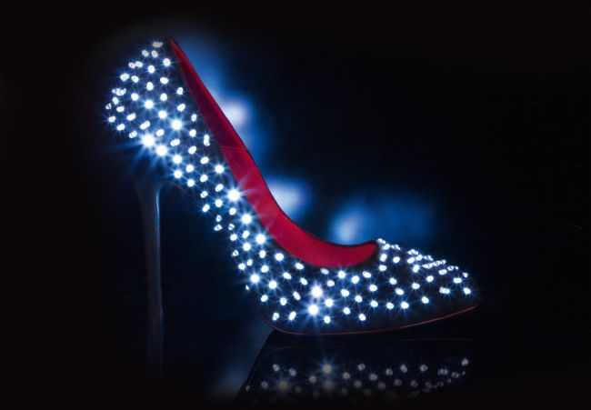 <!--:bg-->Светещите обувки на Cesare Paciotti: мода, мания и технологии<!--:-->