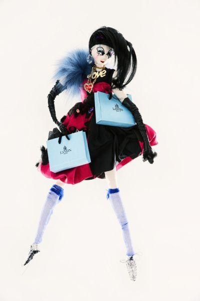 <!--:bg-->Дизайнери обличат кукли за кауза на UNICEF<!--:-->