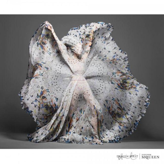 <!--:bg-->Деймиън Хърст и Alexander McQueen – два гения и една колекция шалове<!--:-->