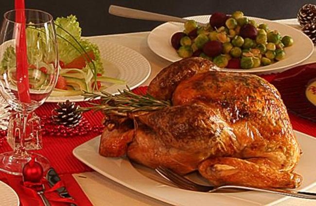 Празнична трапеза: Печена коледна пуйка Holiday Repast: Roasted Christmas Turkey