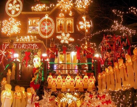 В очакване на Коледа по целия свят