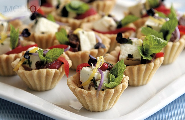 Празнична трапеза: Кошнички с тофу, маслинена паста и чушки A Festive Meal: Baskets With Tofu, Olive Paste And Peppers