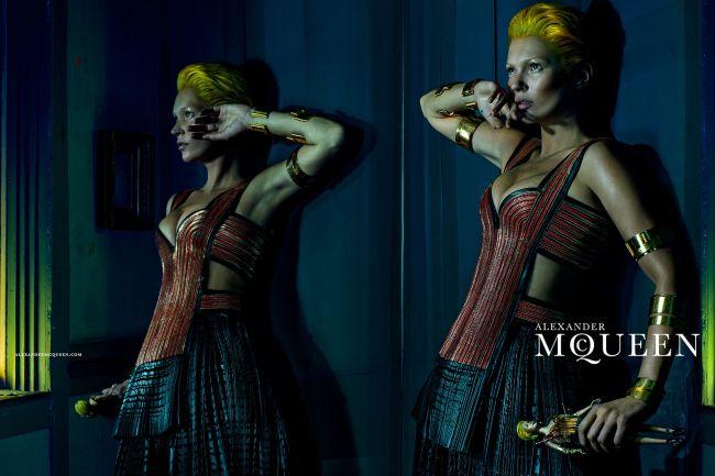 <!--:bg-->Как Кейт Мос пресъздаде една футуристична вуду пролет<!--:-->