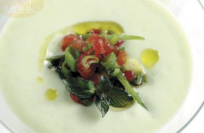 Как да си приготвим: Студена супа от авокадо със зелена салца