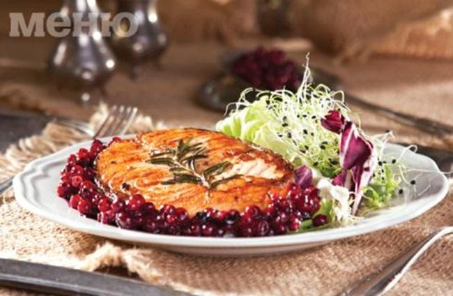 Как да си приготвим: Котлети от сьомга със сос от червени боровинки