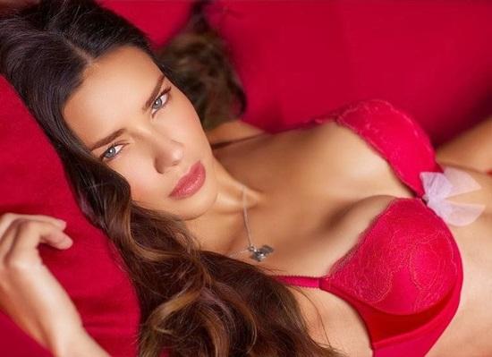<!--:bg-->Влюбената изкусителка Адриана Лима<!--:-->