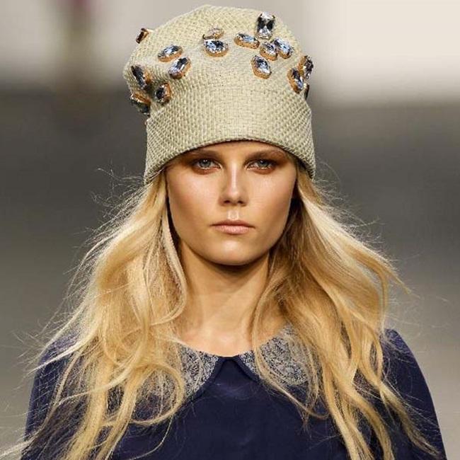 Как да запазим обема на косата, дори и под зимната шапка