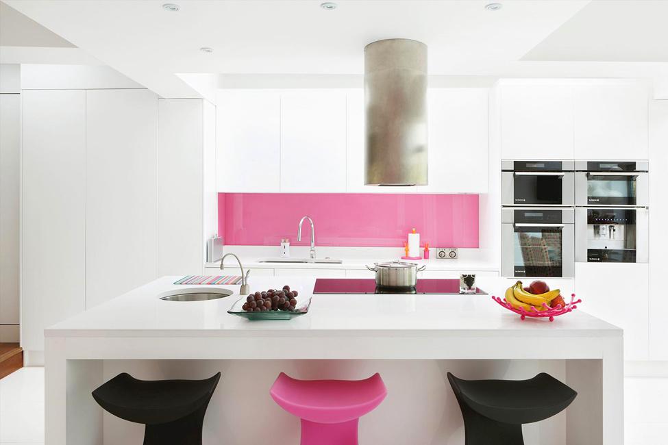 Класическа декорация с розово в интериора