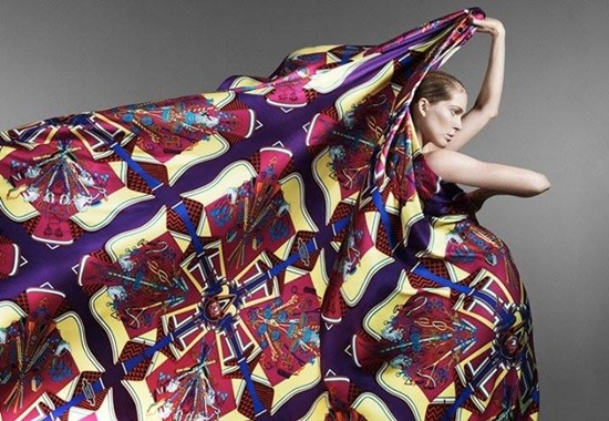 <!--:bg-->Дивите шалове на Hermès<!--:-->