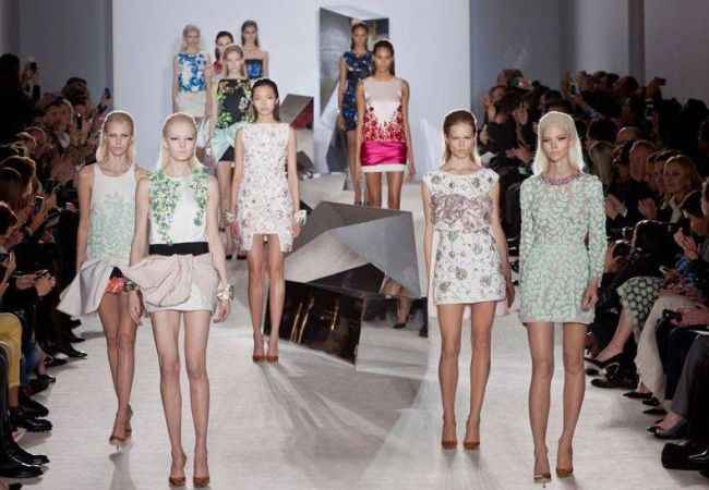 <!--:bg-->Първо вдъхновение за бала – Giambattista Valli и младостта, зашита за всяка рокля<!--:-->