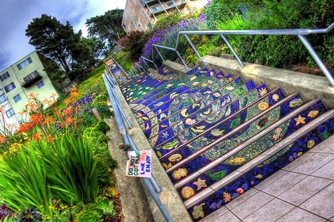 Нагоре, нагоре, по стълбите на щастието