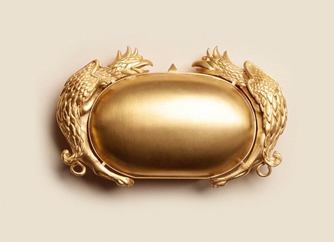 Inside Trend: златният клъч на Valentino