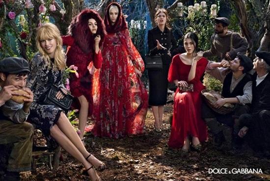 <!--:bg-->Горските феи на Dolce&Gabbana са Клаудия Шифър и Бианка Балти<!--:-->