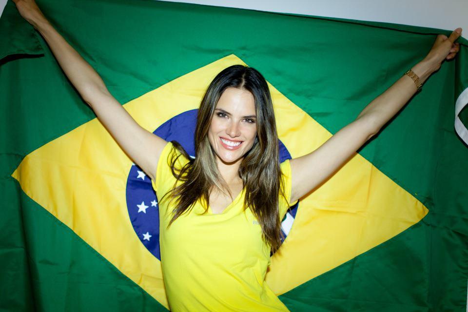 """<!--:bg-->""""В Бразилия традицията повелява момчетата да играят футбол, а момичетата да играят с мода.""""<!--:-->"""