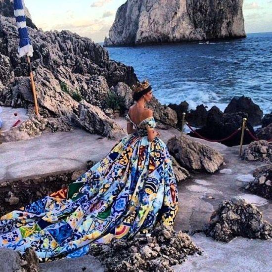 Ревю на скалите на остров Капри – една фантастична история от Dolce&Gabbana