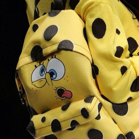 """<!--:bg-->Код """"жълто"""" от Moschino или с други думи – аксесоарите """"Spongebob""""<!--:-->"""
