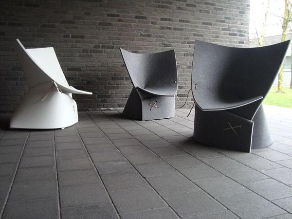 Изкуството, интериорът и столът, на който сядате