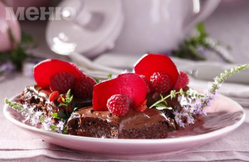 Как да си приготвим: Веган брауни с червено цвекло и малини