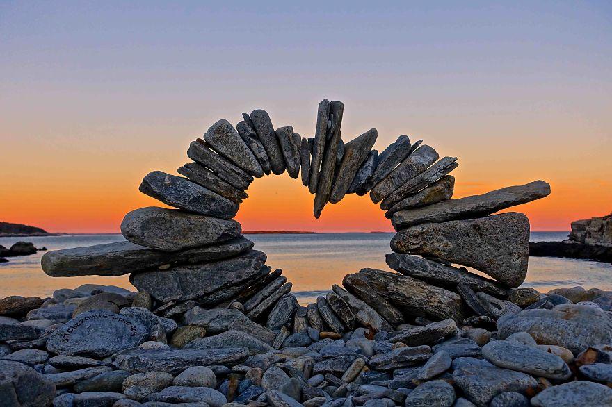 Сърца от камъни и изкуство сред природата