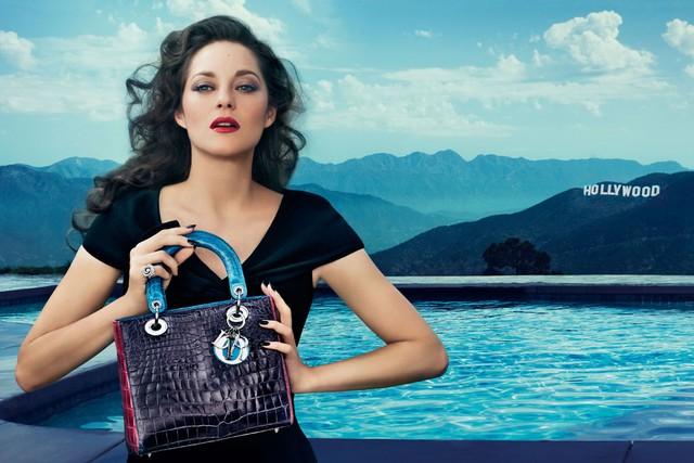 <!--:bg-->Марион Котияр ходи по вода в реклама за Dior<!--:-->