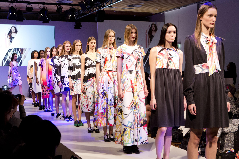 <!--:bg-->Британският моден дизайнер Жил Декон представи нова мулти-сетивна колекция за машинно пране<!--:-->