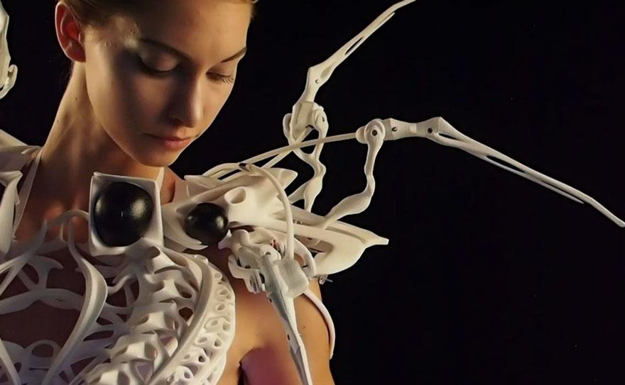 <!--:bg-->The Spider Dress: Тази рокля ще пази личното ви пространство от натрапници<!--:-->