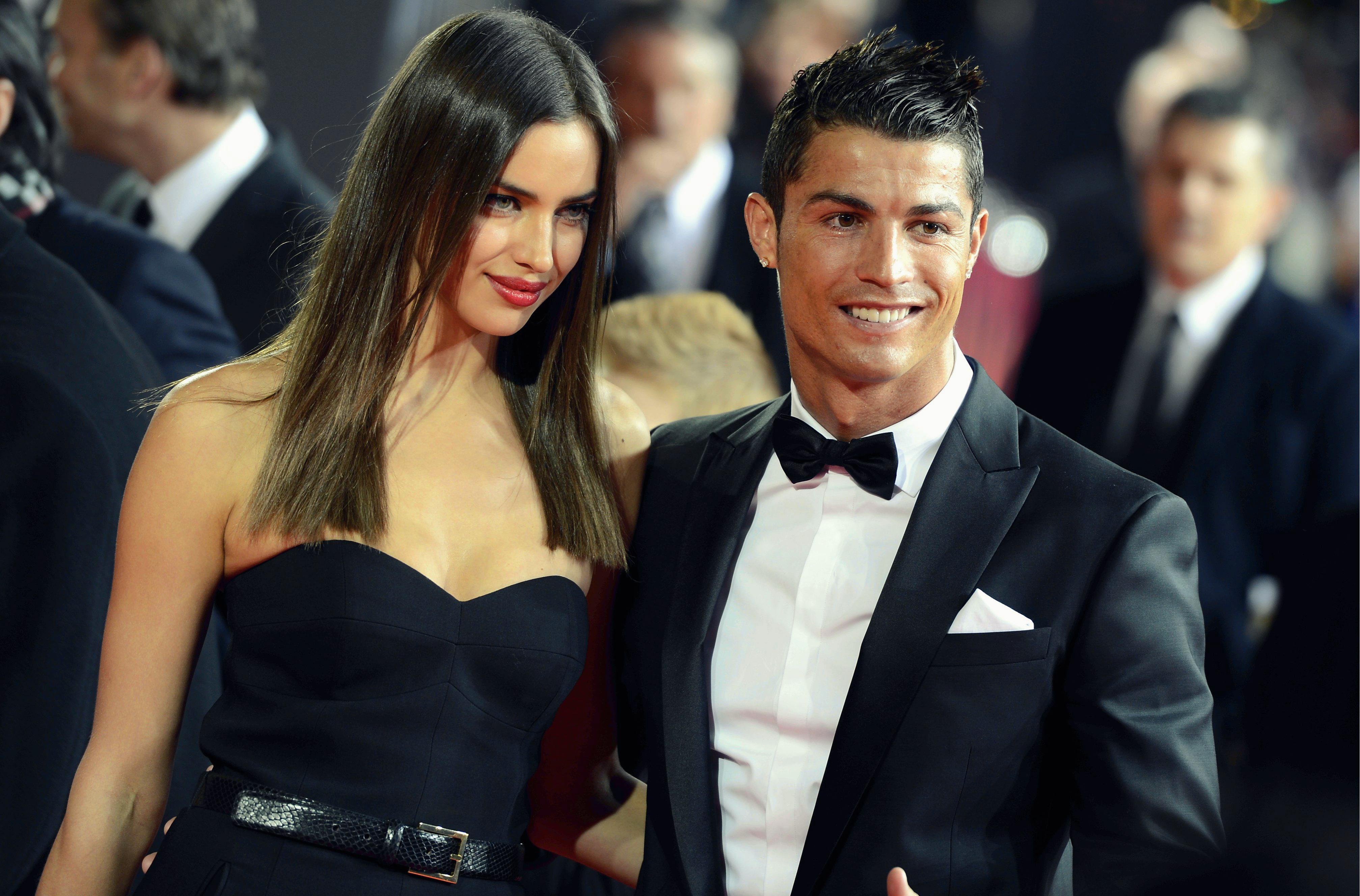 <!--:bg-->Роналдо и Ирина Шейк не са заедно! Раздяла ли е, или просто съвпадение?<!--:-->