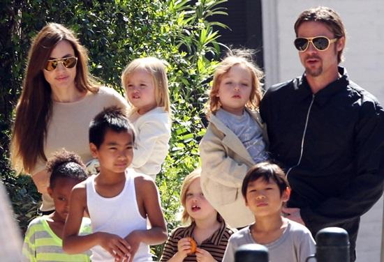 <!--:bg-->Семейството на Брад и Анджелина се увеличи с още един член<!--:-->
