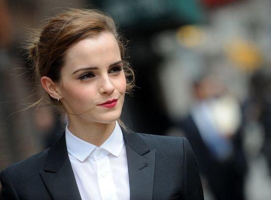 Ема Уотсън, защото е умна, красива и малко ни прилича на Анджелина Джоли