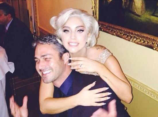 Един пръстен, една снимка и бъдещата съпруга Лейди Гага