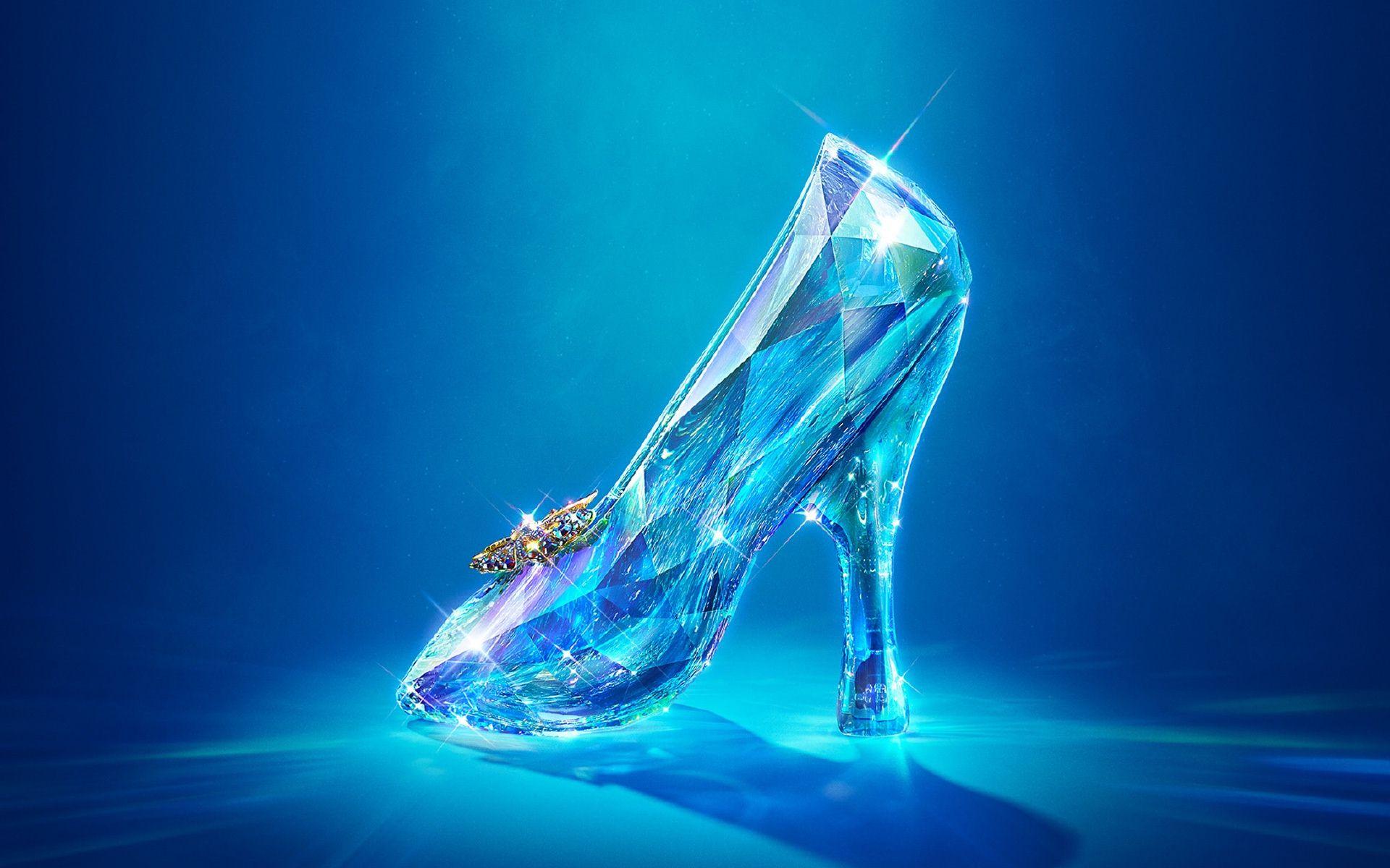 <!--:bg-->Девет дизайнери, заедно с Disney, създават обувката на Пепеляшка<!--:-->